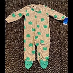 NWT frog sleeper with 2way zipper and frog feet size 6m